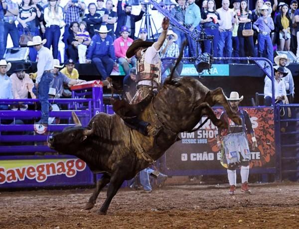 Rodeio Interestadual abre disputas na arena de Barretos